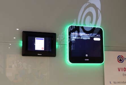a_MEETING_ROOM_RESERVATION_evoko_extron_touch_screen_automation